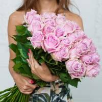 Букет 25 розовых роз с лентами R028