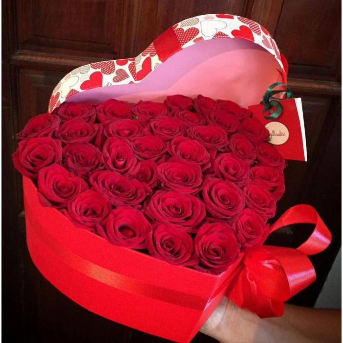 29 красных роз в коробке сердце R047