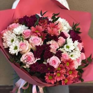 Сборный букет яркая хризантема и розовые розы R1233