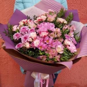 Розовый букет хризантемы с розами R1124