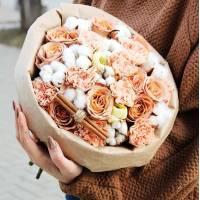 Букет сборный кремовые розы и хлопок R015