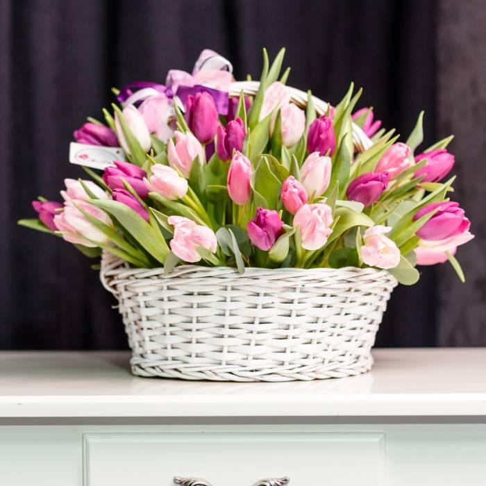 Корзина 51 нежный тюльпан R989