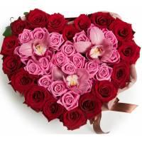 Сердце из роз и орхидей R003