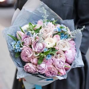 Сборный букет пионы с пионовидными розами с оформлением R174
