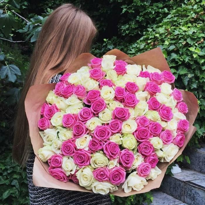 Белые и розовые розы в нежном букете R114