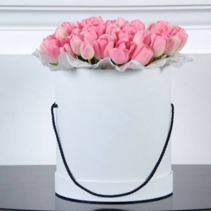 39 розовых тюльпанов в коробке R197