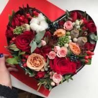 Сборное сердце с розами в коробке R026