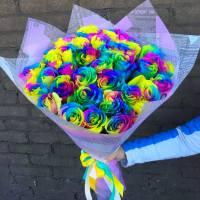 Букет 35 радужных роз в крафте R009